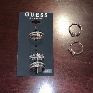 ❓NWT Guess stackable ring (6) set❓